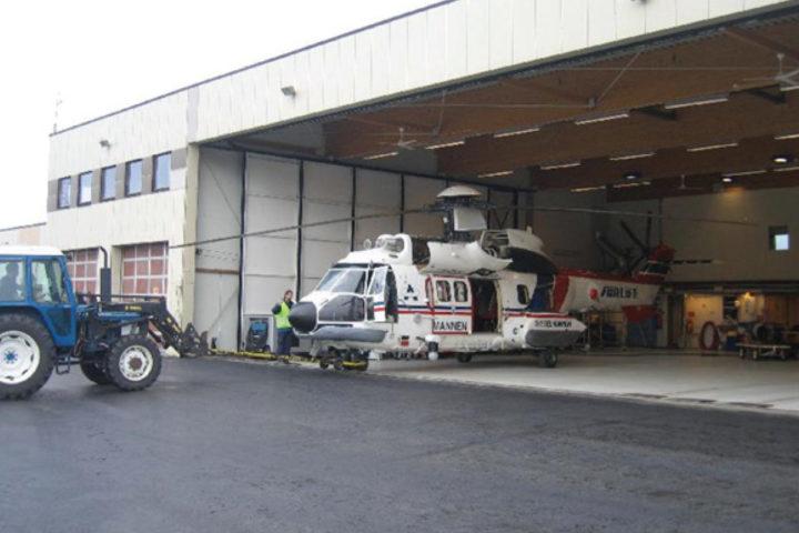 Foto av Avinor helikopterhangar i Spitsbergen