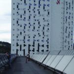 Utendørs foto av solfangere på taket av Lerkendal konferansesenter