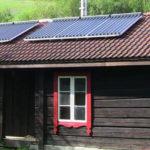 Hytte med solcelle på taket i Søre traasdahl hyttegrend