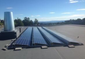 Solceller gir en miljøgevinst og lar ubenyttet takareal komme til nytte