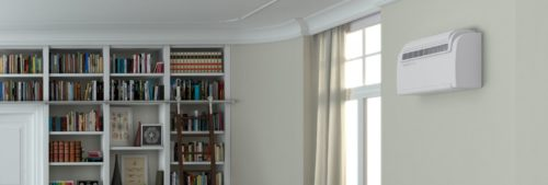 Innendørs rom med kjølemaskin festet høyt på veggen
